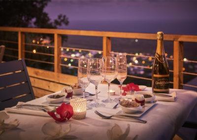 Le diner fait maison avec sa vue mer proposé par la Villa Roméo, chambre d'hôtes de charme sur La Réunion