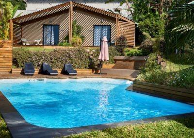 Vue sur la piscine de la Villa Roméo, chambre d'hôtes de charme sur La Réunion sur la commune d'Etang Salé