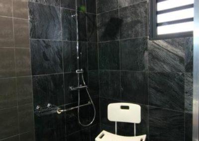 La douche à l'italienne des chambres de la Villa Roméo